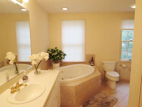 En suite-With Jacuzzi - 151 Sky Way Chatham Cape Cod New England Vacation Rentals