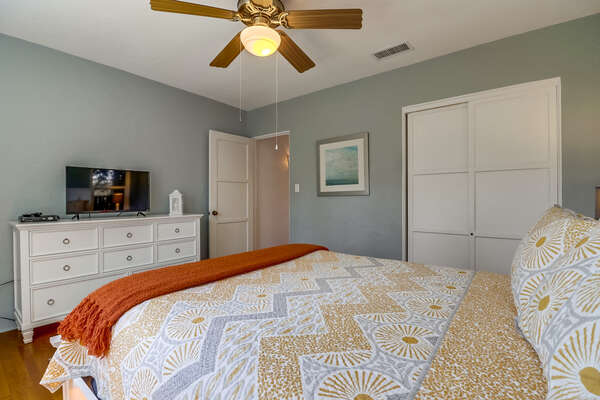 Bedroom II with Queen bed