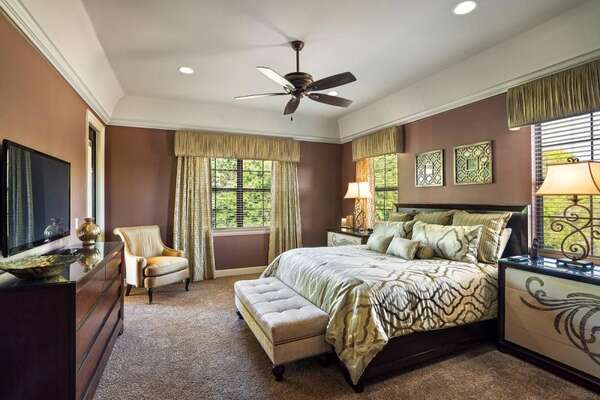Upstairs master suite 2 bedroom has direct balcony access with amazing views