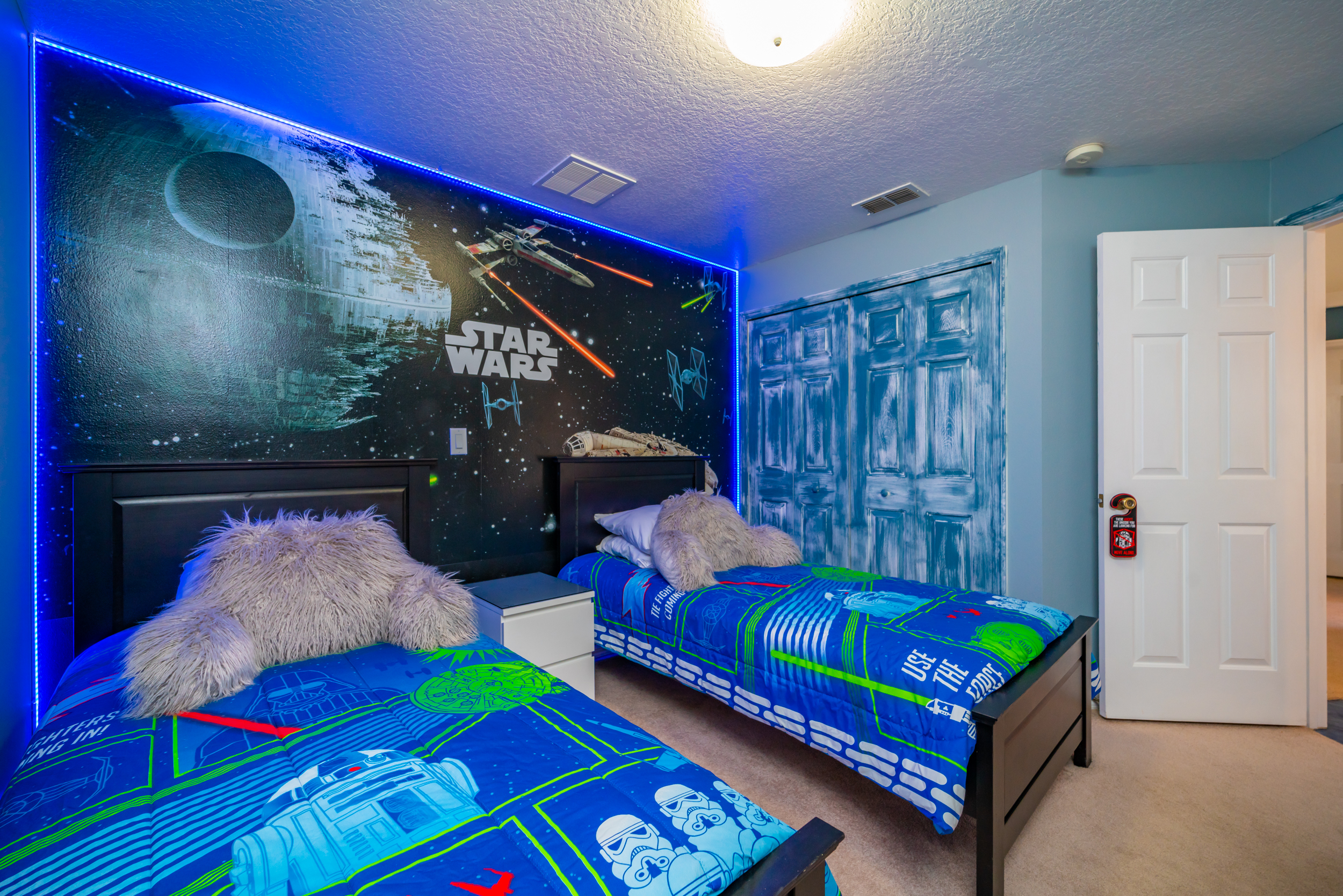 Bedroom 4 with a space theme and two twin beds