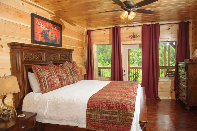 Bedroom with Large Bed, Nightstands, Lamps, and Dresser.