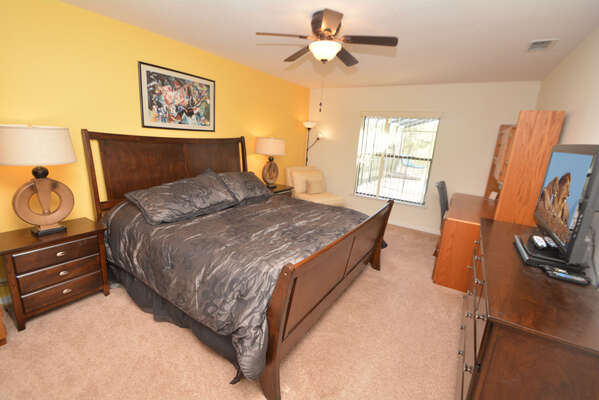 Master bedroom 1 (downstairs) with king size bed, flatscreen TV & DVD
