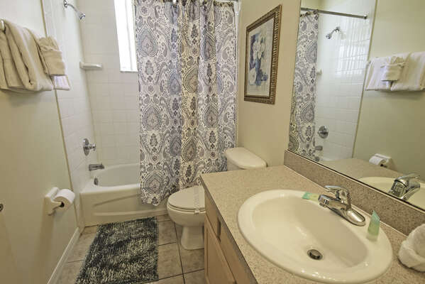 Shared family bathroom (downstairs)