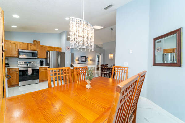 Kitchen and breakfast table seating 6