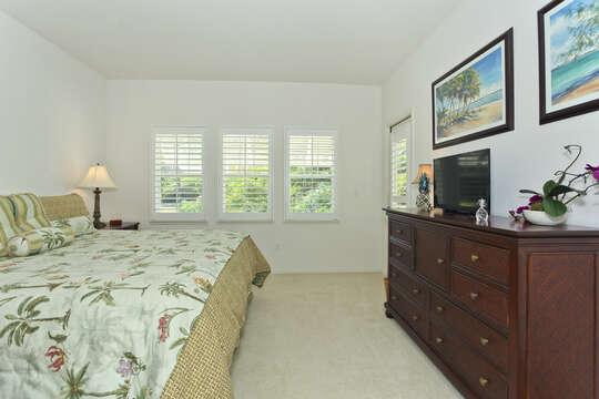 Image of the Master Bedroom with Access to Lanai.