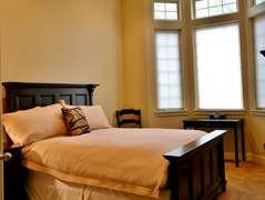 Queen Bedroom (downstairs)