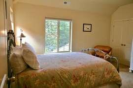 Queen Bedroom (upstairs)