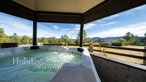 Hot Tub w/ Views!