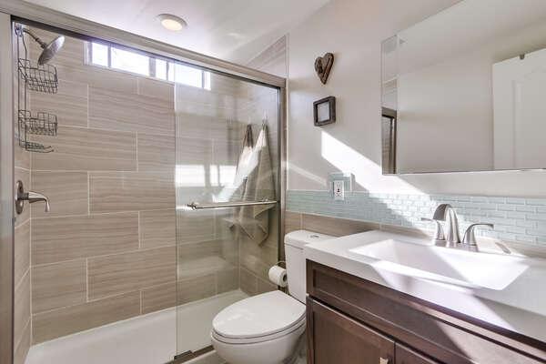 Full Bath w/ Tub Shower