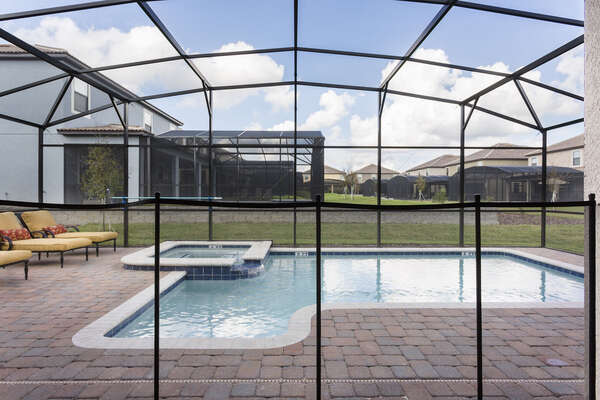 Have peace of mind during your vacation with a pool safety fence