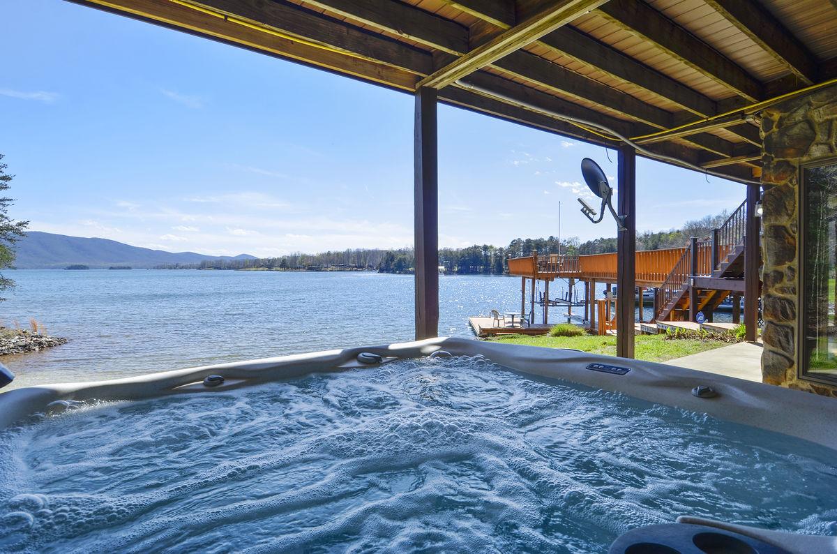 Hot Tub Overlooks Lake.