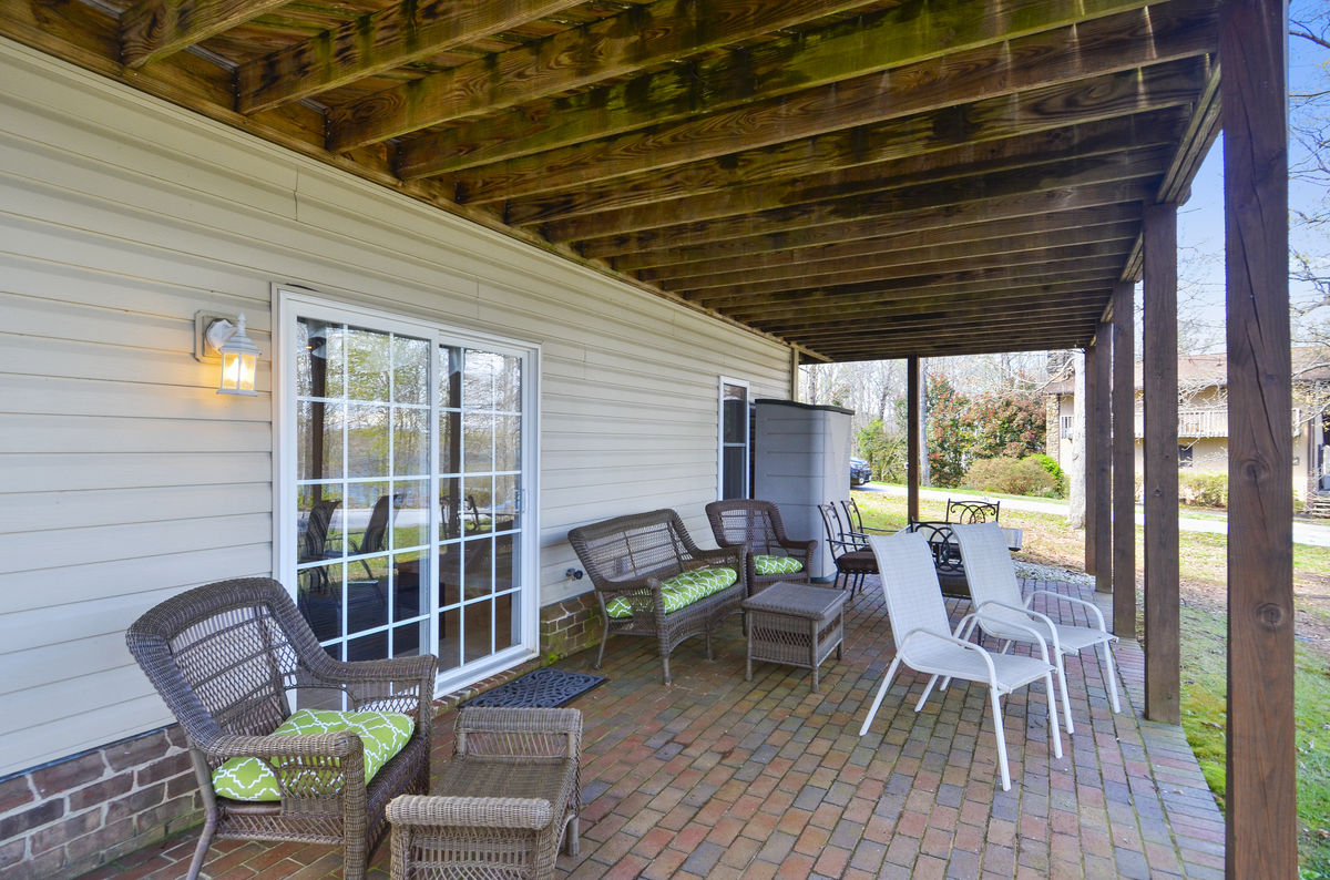 Covered Patio with seating area