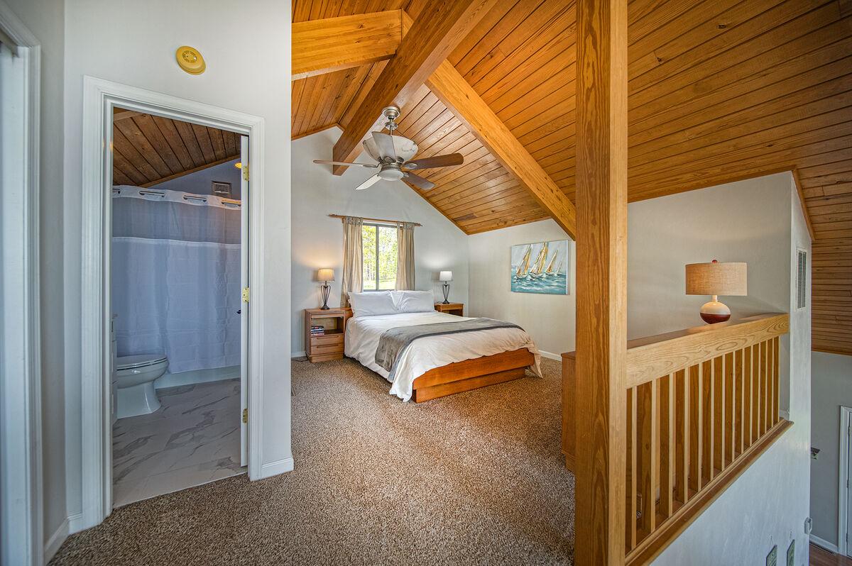 Open Loft with Queen Bed and Bathroom