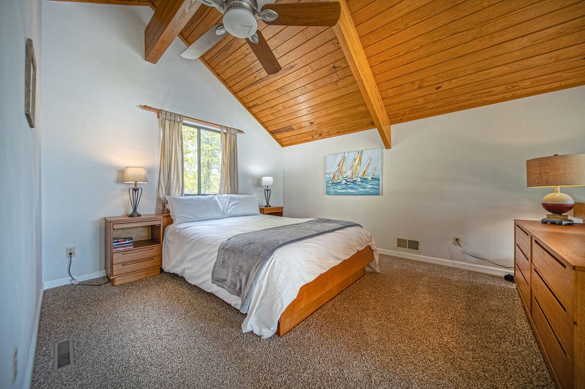 Open Loft with Queen Bed and Ceiling Fan
