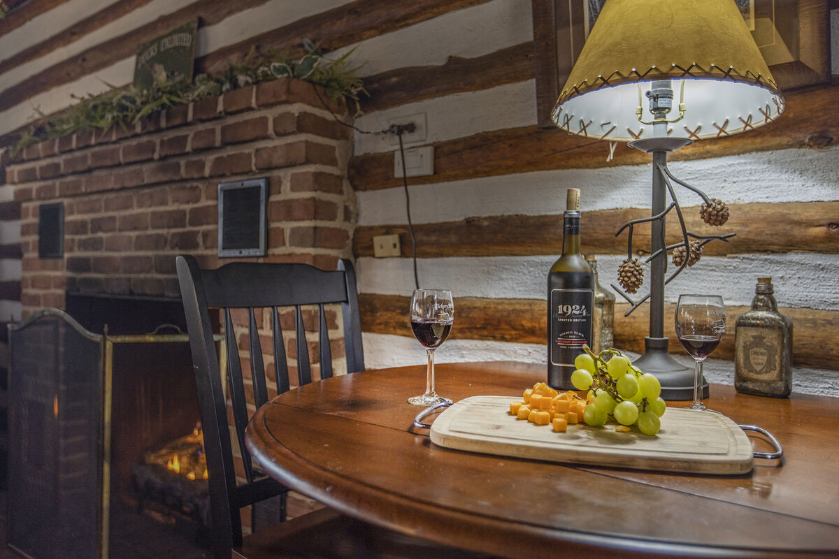 Relax at Night by the Fire in the Real Log Cabin on the Lake