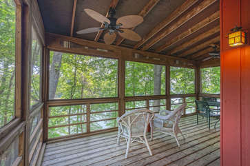 Screened-In Porch with Seating