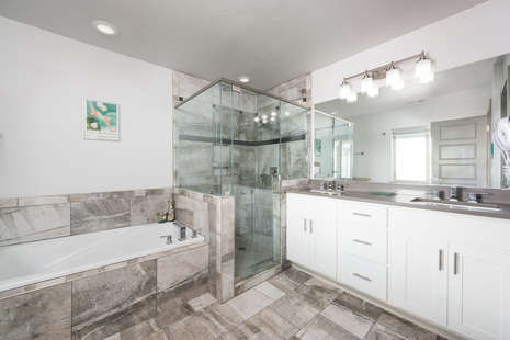 Master Full Bath Ensuite bathroom