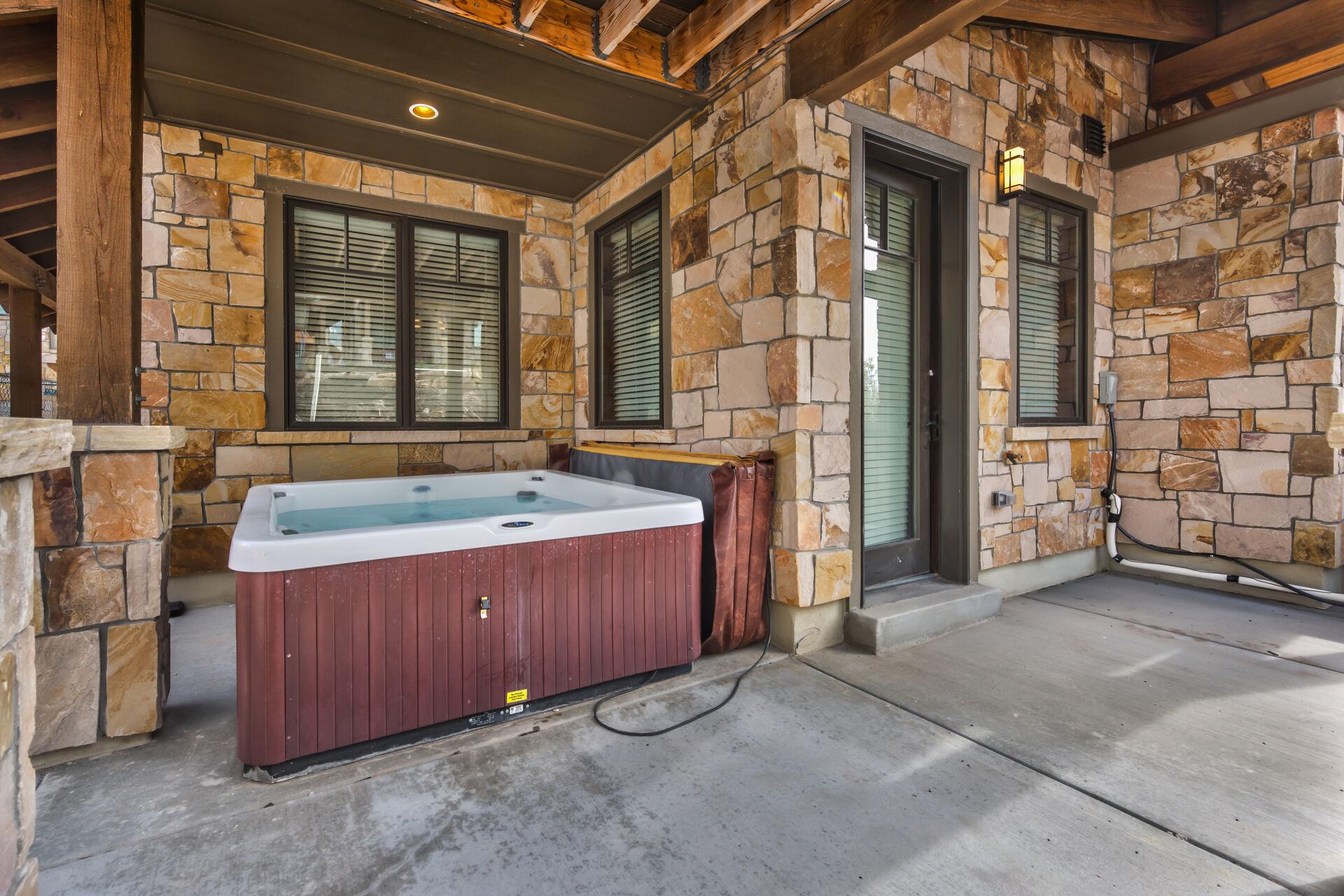 6-Seat Private Hot Tub