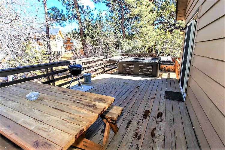 Patio Deck- Picnic Table, Charcoal BBQ, Private Hot Tub