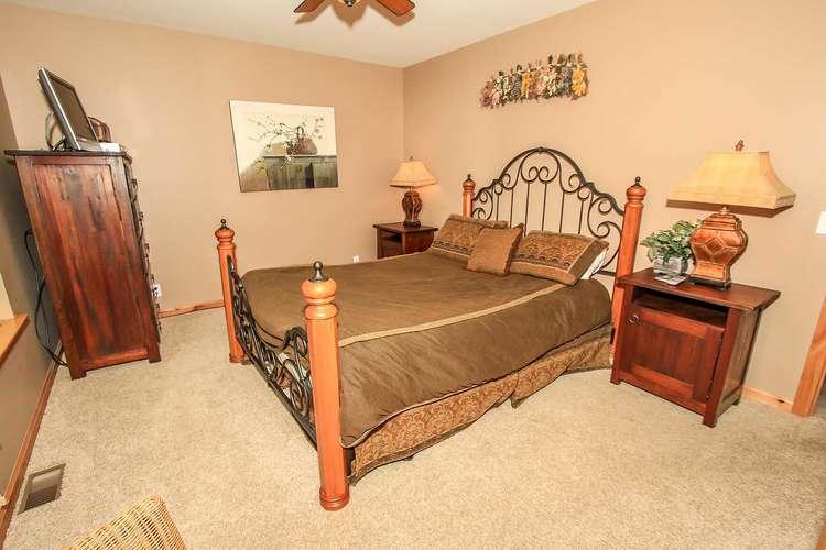 Bedroom 4- Queen Bed