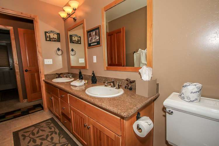 Shared Hallway Bath (Downstairs)