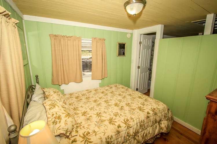 Bedroom- Queen Bed