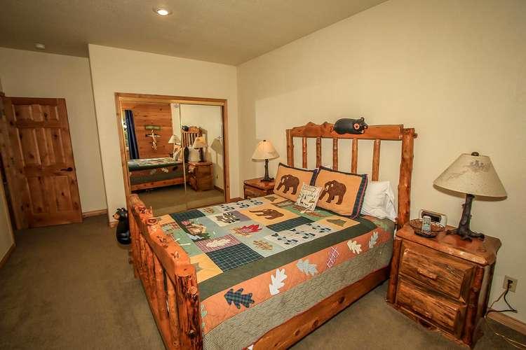 Bedroom 2- Queen Bed