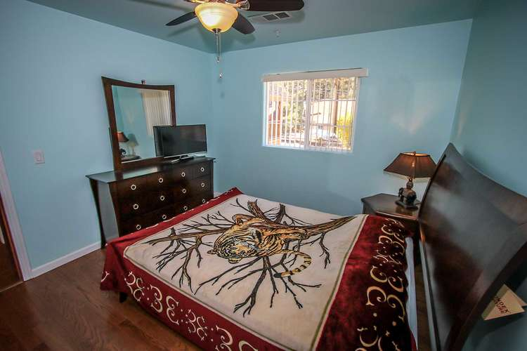 Bedroom 4- Queen Bed