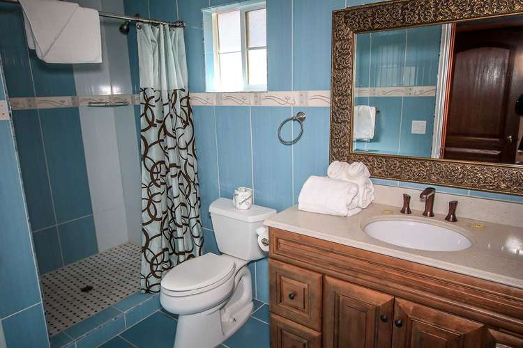 Shared Hallway Full Bathroom