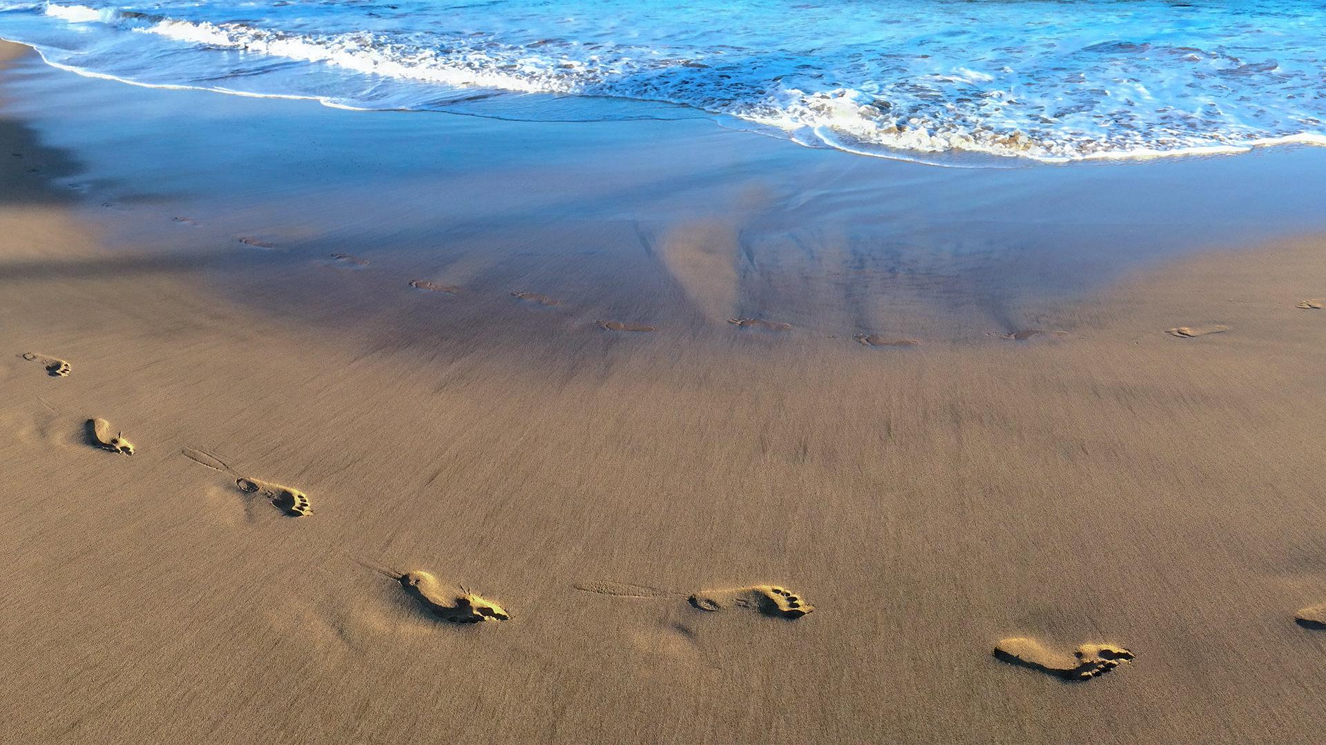 Footprints on Luana Kai Beach