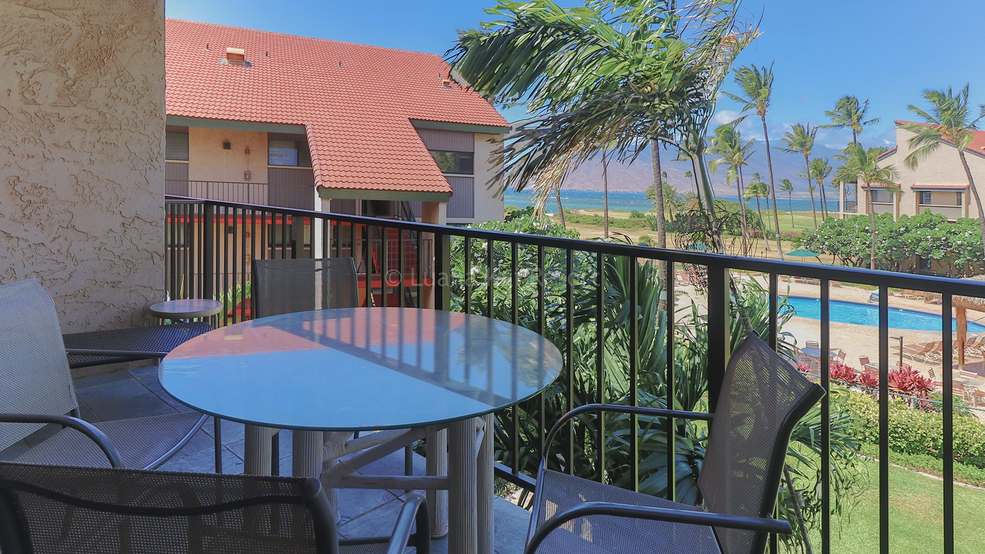 C302 Dining on the Lanai and View