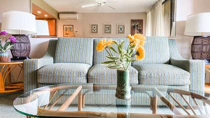 B105 Sofa and Coffee Table