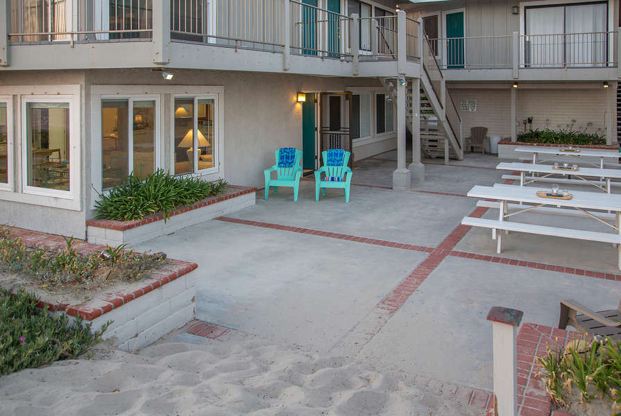 A small complex with friendly neighbors!