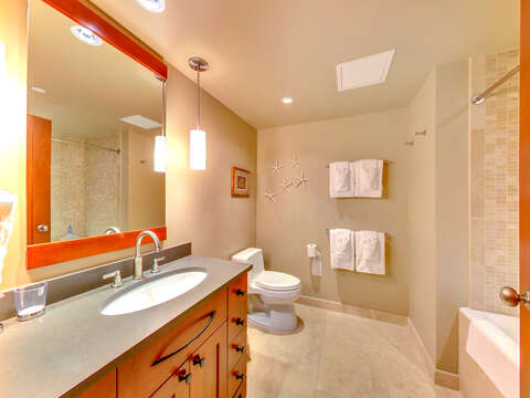 The Second, Full Bath in the Beach Villas OT-1402 Unit