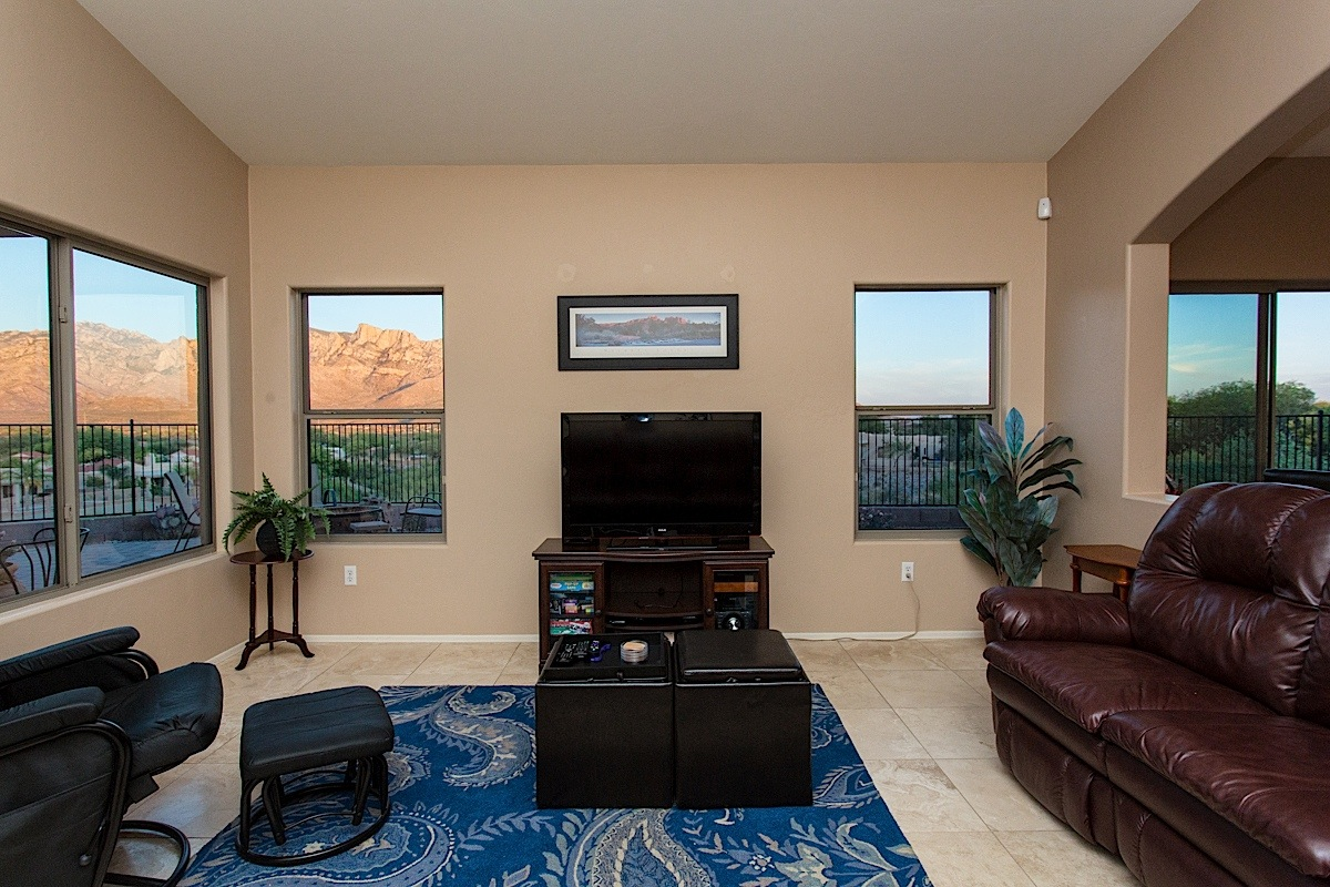 Family Room with another set of amazing views and flat screen, HD TV