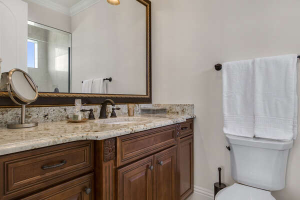 Private en-suite bathroom for the groom