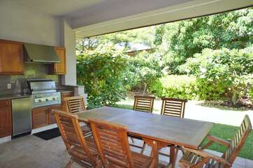 Spacious Covered Lanai with Private BBQ