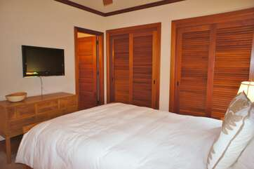 Bedroom 3 with Queen Bed & Flat Screen TV