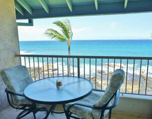 Table and chairs on the oceanfront lanai