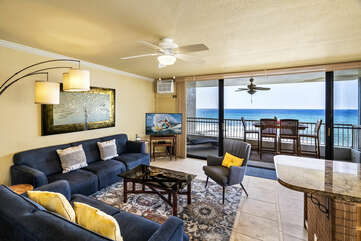 Living room and access to lanai