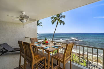 Lanai with a table and seats for 4