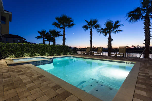 Relax in the evening by the pool and enjoy the sunset