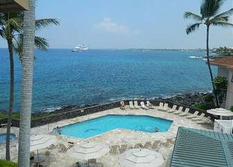 View of the ocean, spa, & pool from this kona hawaii vacation rental