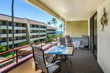 Large lanai accessible from both the dining and living area