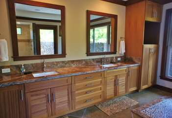 Master Bathroom with Double Sinks, Soaking Tub and Walk In Shower