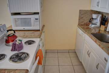 Full appliances in the kitchen
