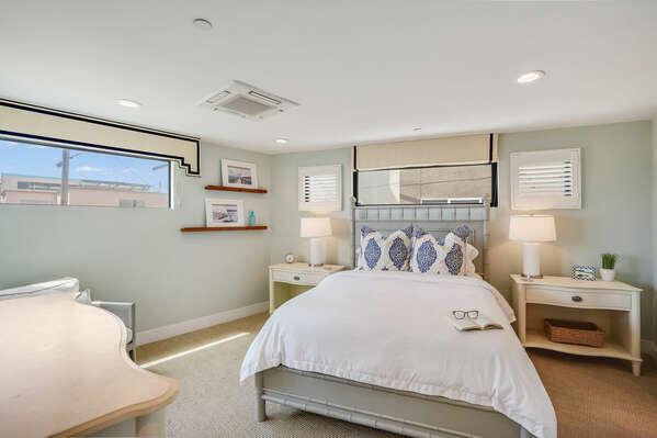 Guest Bedroom w/ Queen Bed & En-Suite