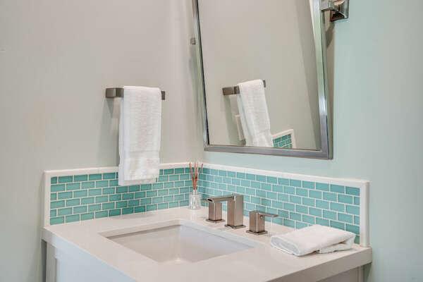 Bunk Room En-Suite w/ Shower/Tub