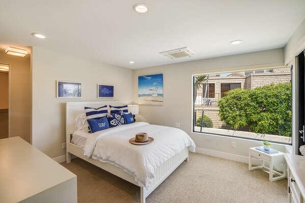 Master Bedroom w/ Queen Bed, Bay Views, & En-Suite