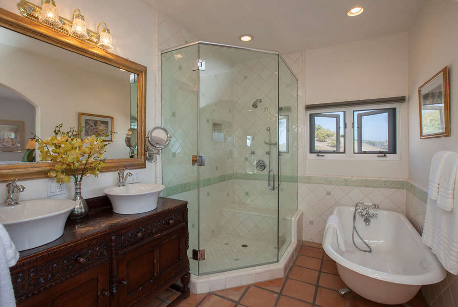 Master Bathroom w/clawfoot tub and shower